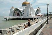Melaka Straits Mosque, Jalan Pulau Melaka 8, Malacca, Malaysia